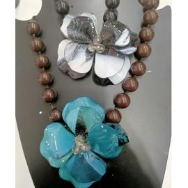 Collane in resina con fiore centrale